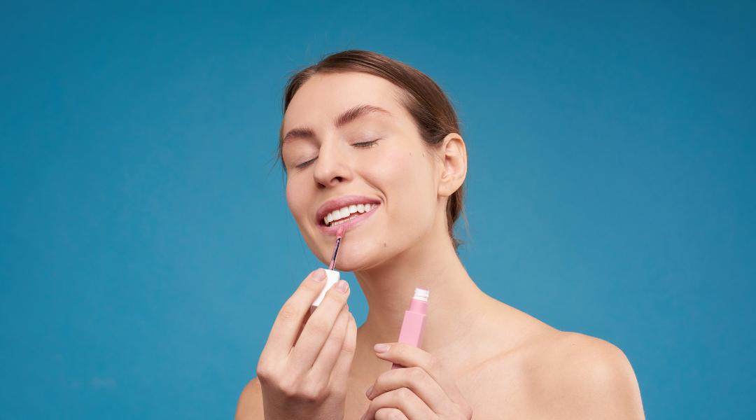 Conseils de maquillage d'été pour un look pétillant et durable